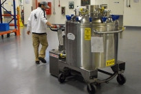 Stainless steel PowerTug for moving 2000Kg Pharmaceutical vessel